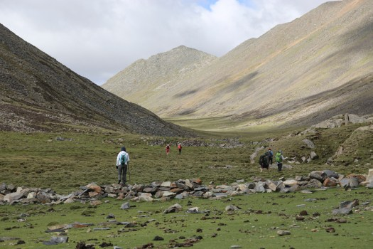 Starting the day right with a climb up to the Chitu-la pass