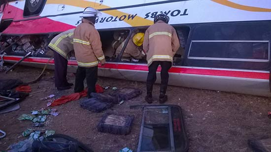 Firemen battle to rescue people in Tombs bus crash