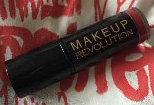 #30DaysOfRed Day 29 - Revolution Amazing Lipstick in Reckless