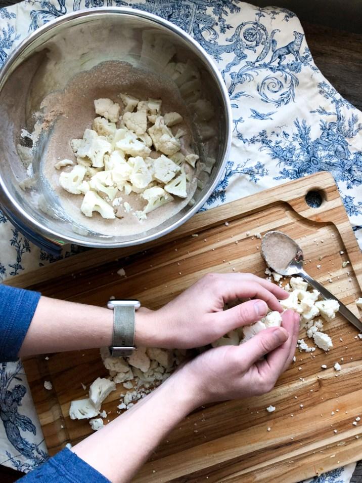 Garlic Parmesan Cauliflower Bites by 312food