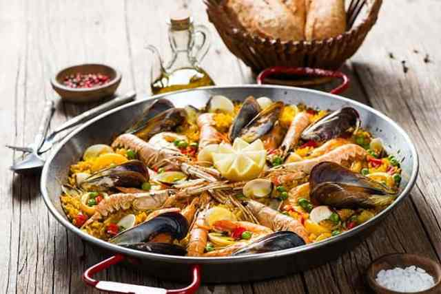 Paella Recipe that Makes a Weeknight Meal Simple | 31Daily.com
