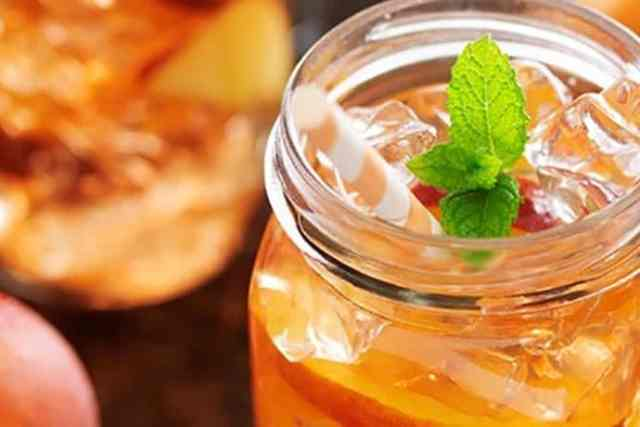 Thirst-Quenching Peach-Raspberry Iced Tea