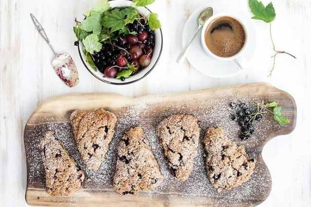 A Teatime Favorite: Healthy Black Currant Oat Scones
