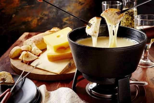 Cozy Fireside Treat: Cheddar Cheese and Cider Fondue