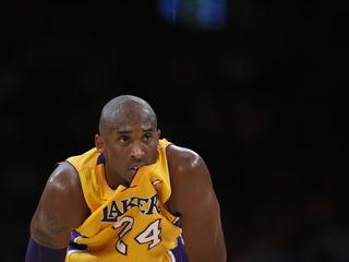Kobe Bryant no ha pogut evitar una nova derrota del seu equip. (Foto: Reuters)