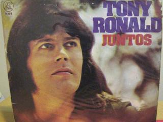 Tony Ronald a la portada d'un dels seus discos