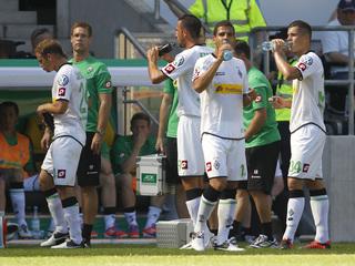 Els jugadors del Borussia Mönchengladbach es refresquen durant un partit recent de la Copa alemanya (Foto: Reuters)