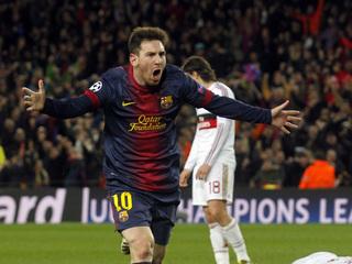 Messi celebra el seu segon gol; Mexès, estès a terra. (Foto: Reuters)