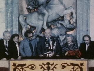 Josep Tarradellas al balcó de la Generalitat en el seu retorn a Barcelona.