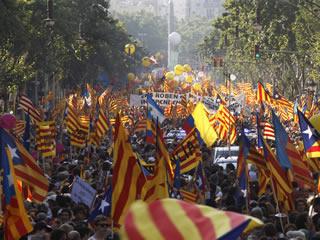 Aspecte del passeig de Gràcia en la manifestació contra la sentència del Constitucional. (Foto: Reuters)