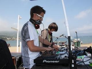 Un moment de l'actuació dels Pioneer Dj Kids durant el SonarKids Music (Foto: ACN)