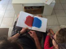couleurs rouge et bleu