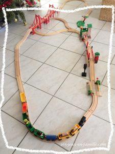 jouer au train en boi