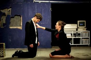 Marrtin Bretschneider als Caligula (mit Lisa Balzer als Caesonia). ©Foto: Theater Rottstr. 5