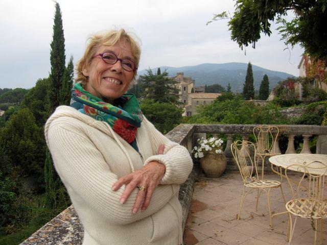 Catherine Camus auf der Terrasse des Camus-Hauses in Lourmarin. ©Foto: Norbert Krön