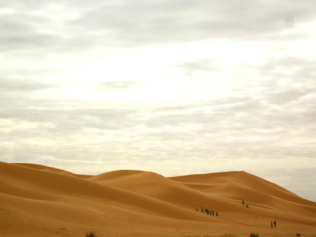 In der Heimat von Camus: Hügel in der algerischen Wüste. ©Foto: Andreas Arnold