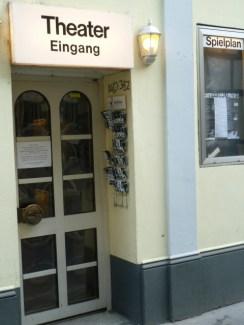Der Eingang zum Euro-Theater Central am Bonner Mauspfad. Foto: akr