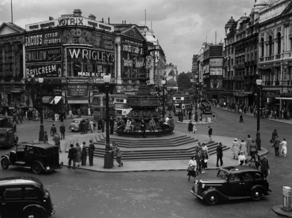 London Traffic (Piccadilly Circus) - 1950