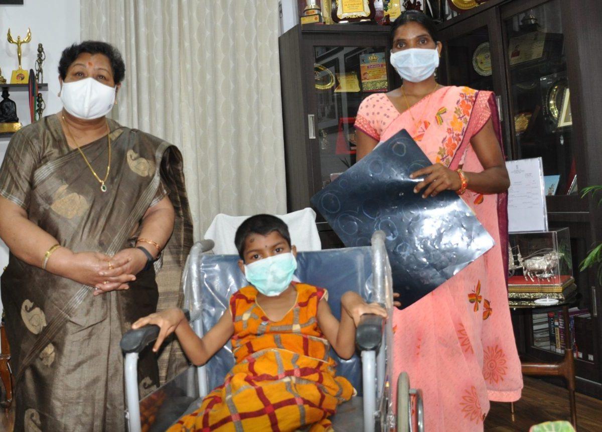 रायपुर :  राज्यपाल की पहल से बलरामपुर जिले की दिव्यांग बेटी का होगा इलाज