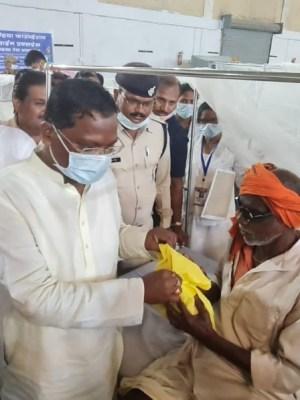 मंत्री श्री अमरजीत भगत ने लाइफ लाइन शिविर पहुंचकर मरीजों का हाल-चाल जाना