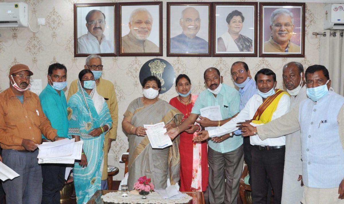 राज्यपाल से पूर्व केन्द्रीय मंत्री नेताम के नेतृत्व में प्रतिनिधिमण्डल ने मुलाकात की
