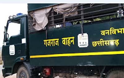 गजराज वाहन में प्रोजेक्टर के माध्यम से हाथियों से बचाव