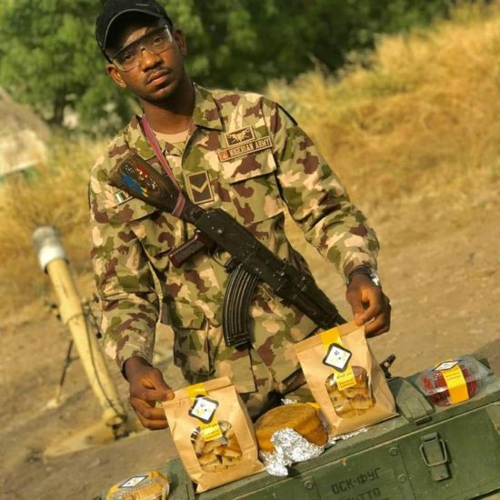 Soldier who celebrated his birthday with bread receives cake from RC Cola (Photos) 5
