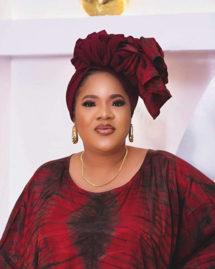 Reactions as Toyin Abraham blows child beggar kiss in traffic (Video) 1