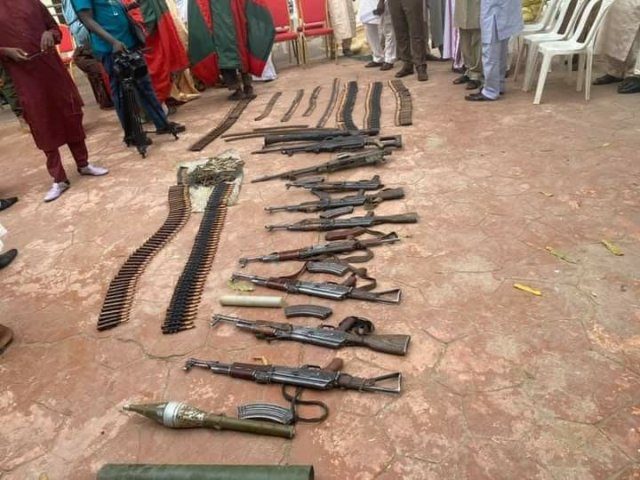 Repentant bandits surrender their weapons in Zamfara 3