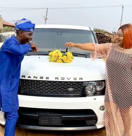 Actress Biodun Okeowo surprises Ijebu with brand new Range Rover SUV 2