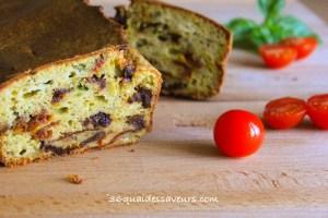 cake au pesto et tomates sechées