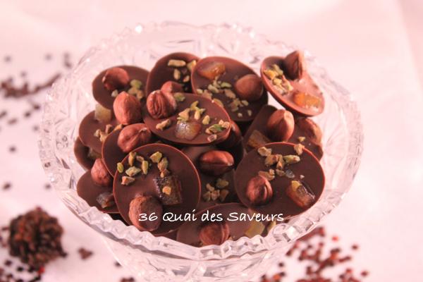Mendiants fruits secs et chocolat