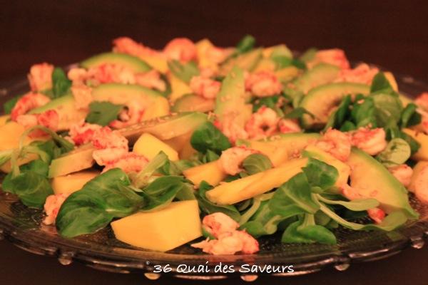 Salade mangue, avocat et écrevisses sauce soja et sésame