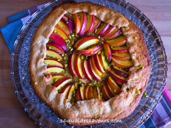 tarte rustique aux nectarines et aux pistaches