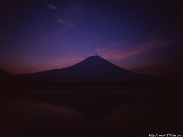 夜明けを待つ富士/田貫湖