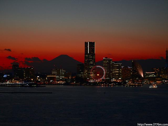 みなとみらいの夜景/横浜ベイブリッジ