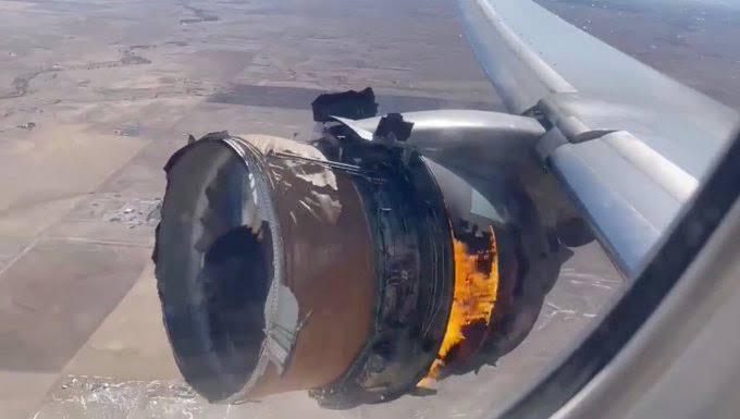 شاهد.. لحظة إحتراق محرك الطائرة القطرية
