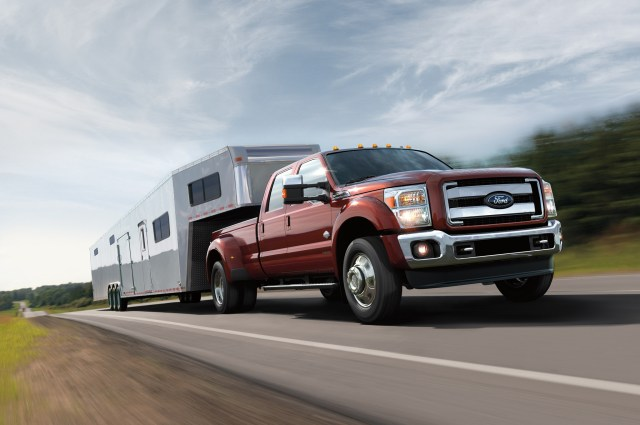 2016-Ford-F-Series-Super-Duty-towing-in-motion.jpg