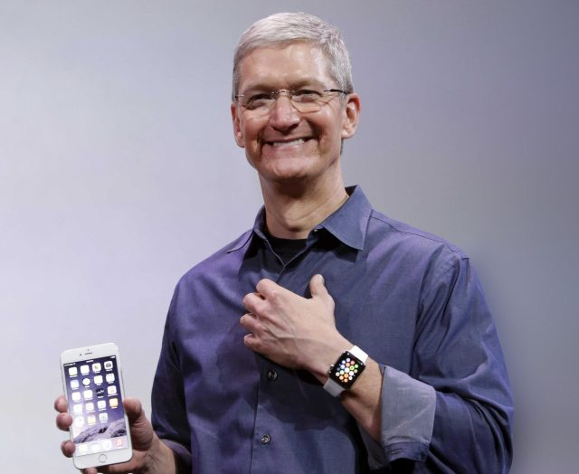 Apple-CEO-Tim-Cook-Spotted-Wearing-Glucose-Monitor-Prototype