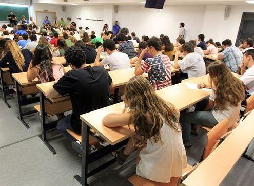 CCOO pide convocar oposiciones con 2.000 plazas docentes para 2018 y 2019