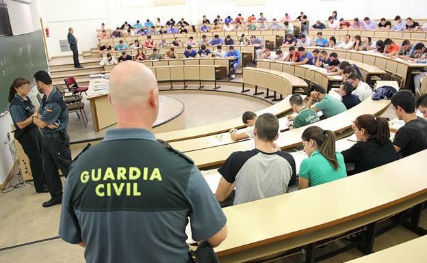 La-Guardia-Civil-pide-mas-gente-para-sus-oposiciones-estos-son-los-cargos-y-unidades-a-los-que-puedes-acceder La Guardia Civil pide mas gente para sus oposiciones: estos son los cargos y unidades a los que puedes acceder