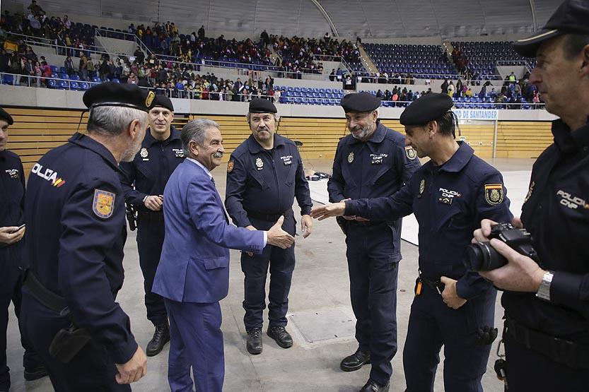 Revilla-expresa-su-apoyo-y-reconocimiento-a-la-labor-del-Cuerpo-de-Policia-Nacional-Cantabria Revilla expresa su apoyo y reconocimiento a la labor del Cuerpo de Policia Nacional Cantabria