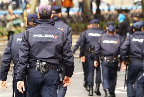 La Policia debera admitir en la oposicion a una aspirante excluida en el reconocimiento medico policia nacional por haber padecido un tumor