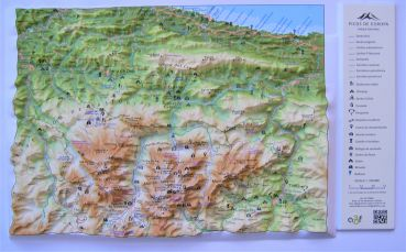 Raised relief Maps of Pyrenees mountains Spain and France as 3d map Raised relief map Picos de Europa