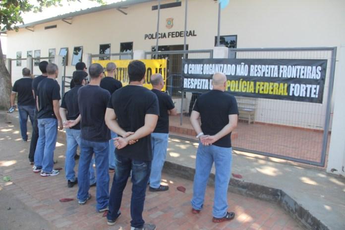 Agentes realizaram ato em frente da delegacia de Epitaciolândia, no Acre – Fotos: Alexandre Lima