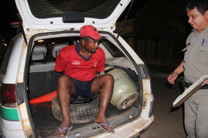 Neguinho foi pego com objetos furtados em residência localizada no Bairro Samaúma – Foto: Alexandre Lima