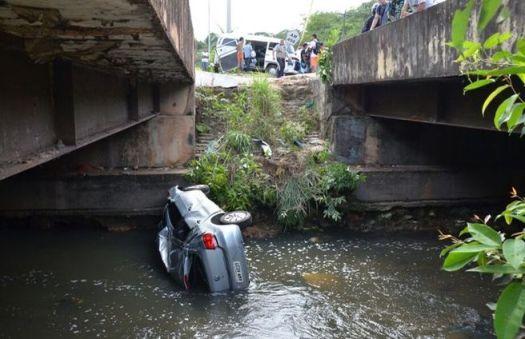 Acidente de trânsito deixa pelo menos 10 pessoas feridas (Luiz Vasconcelos)