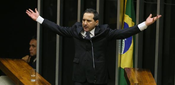 Outro caso é o de Sérgio Petecão que foi acusado, com fartas provas, de sonegação fiscal ao esconder patrimônios como fazendas