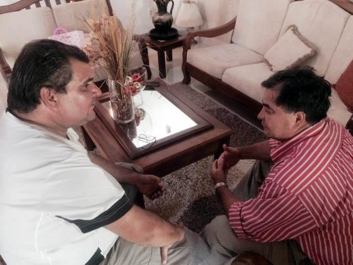 Jornalista Roberto Vaz com senador Roger Molina/Foto: AC24horas