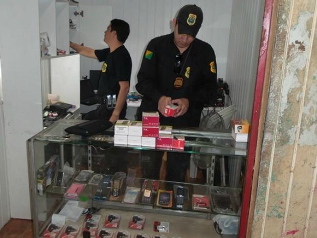 59 celulares, 51 notebooks e 8 tabletes foram apreendidos (Foto: Pedro Paulo/Assessoria Polícia Civil)